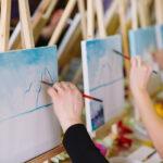 אנשים מציירים