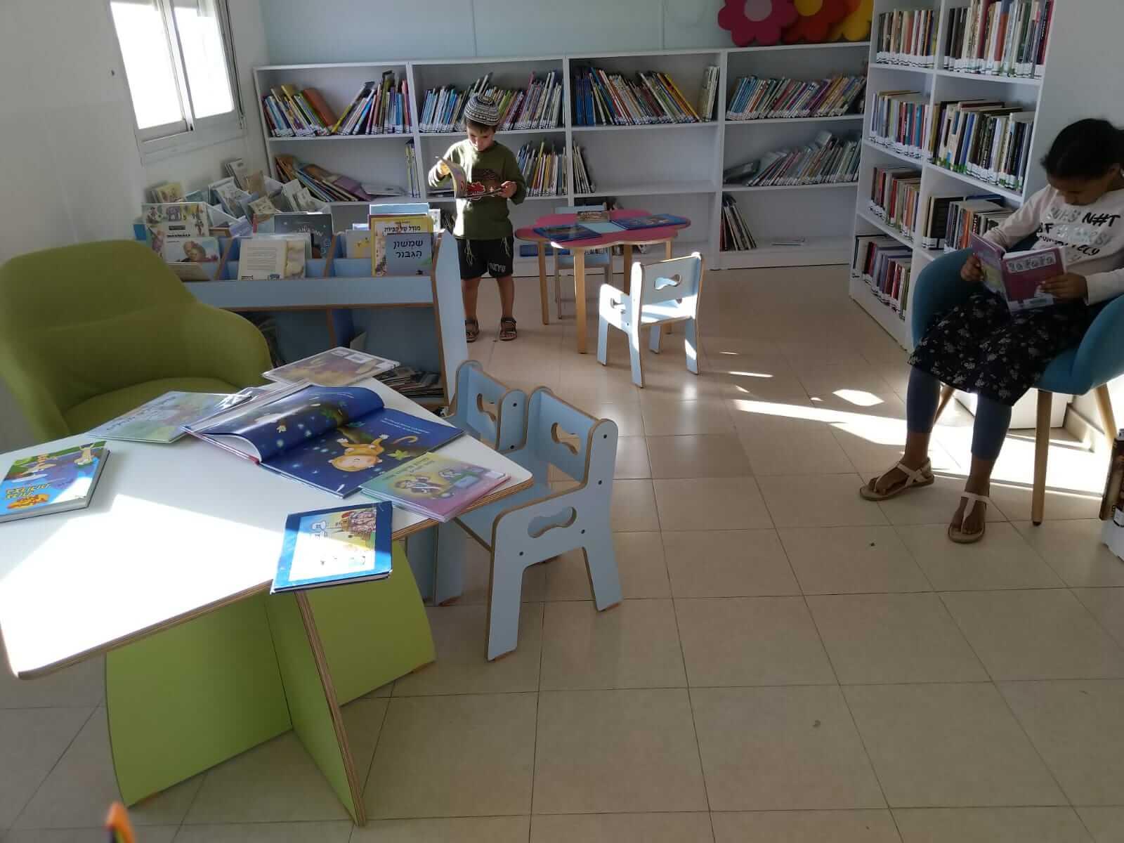 ילדים בספריה